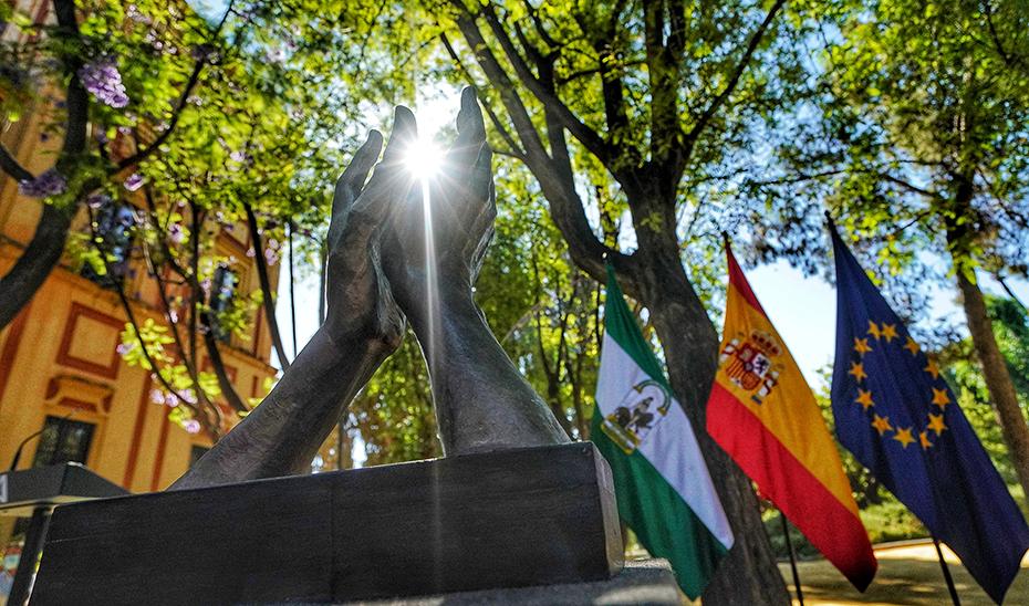 Escultura de homenaje a todos los que han luchado en primera línea contra el Covid-19.