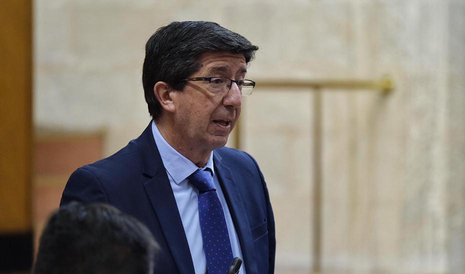 El vicepresidente y consejero, Juan Marín, detallando las ayudas extraordinarias a los pequeños municipios andaluces por el Covid-19.
