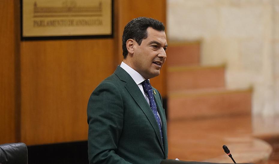 Un momento de la intervención de Moreno este jueves ante el Pleno del Parlamento.