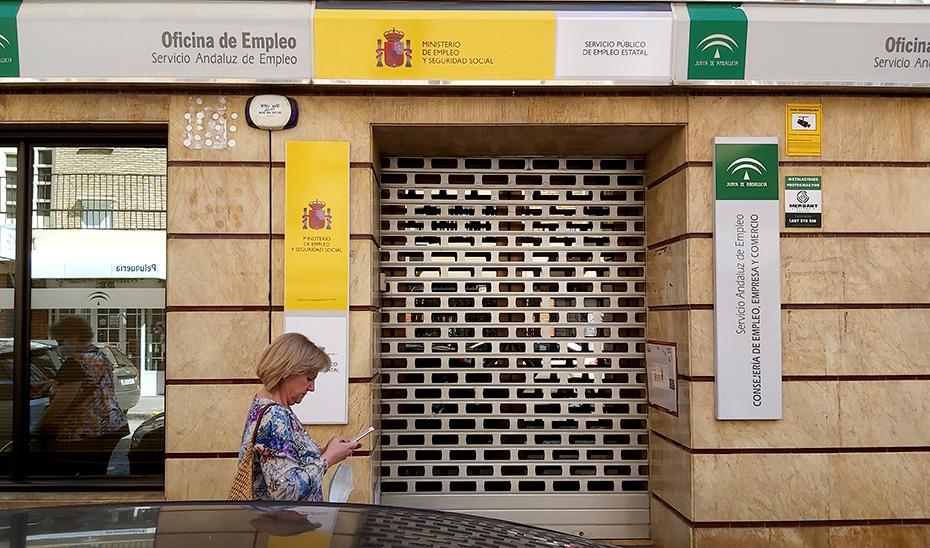 Una oficina conjunta del Servicio Andaluz de Empleo y el Servicio Estatal de Empleo cerrada durante el estado de alarma.