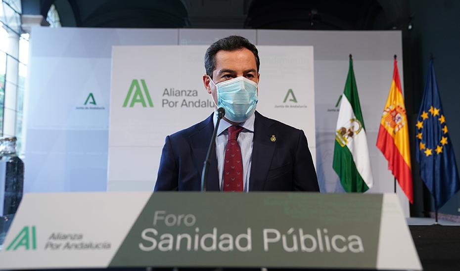 Juanma Moreno, en un momento de su intervención en el foro, celebrado en el Salón de los Espejos del Palacio de San Telmo.