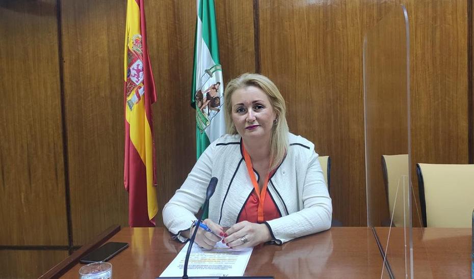 La directora del IAM, Laura Fernández, en la comisión parlamentaria.