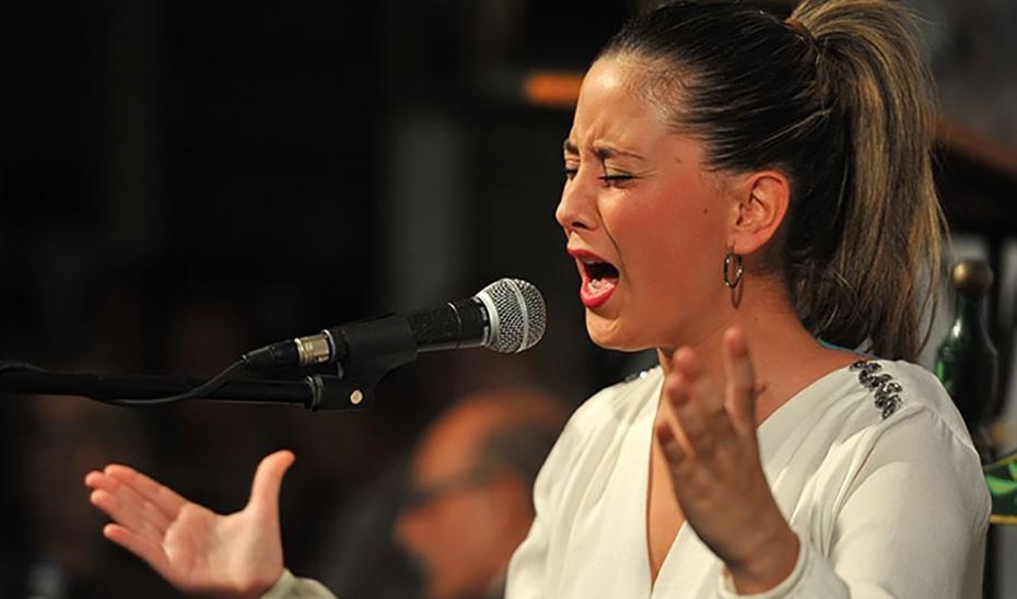 María de los Ángeles Gónzalez, ganadora del concurso de fandangos Onofre López 2015 de la Peña Flamenca Femenina de Huelva.
