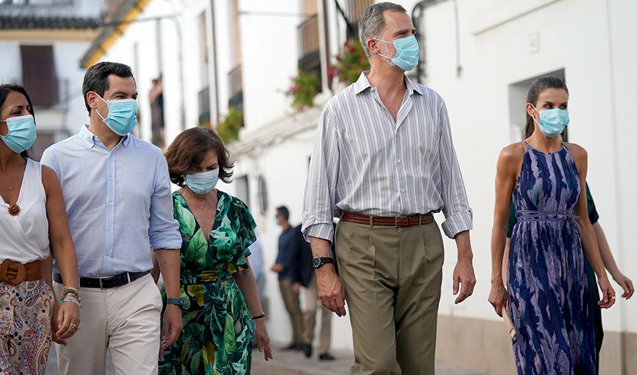 Juanma Moreno acompaña a los Reyes en su visita a Córdoba