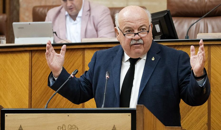 El consejero Jesús Aguirre en un pleno del Parlamento.
