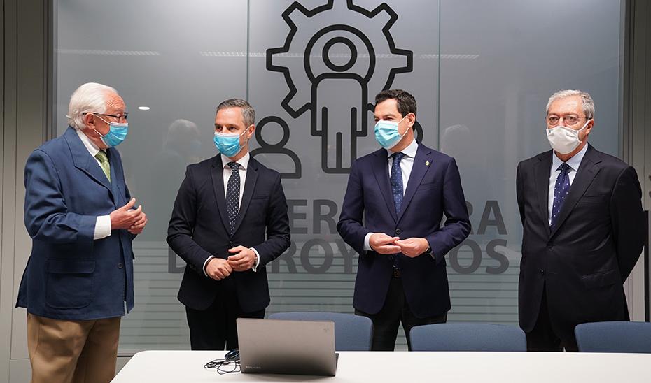 El presidente, con los consejeros de Hacienda y Economía y el viceconsejero de Fomento.