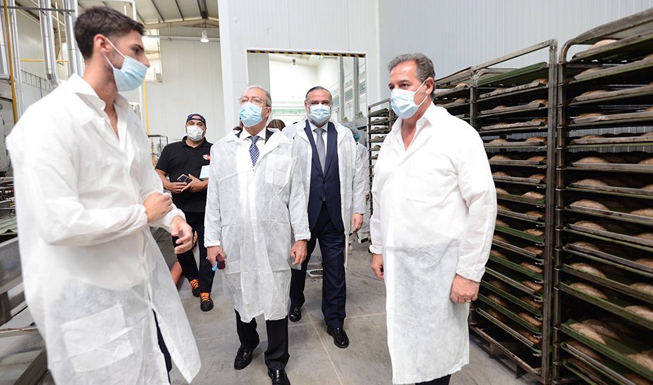 Rogelio Velasco visita la empresa granadina Nicopan