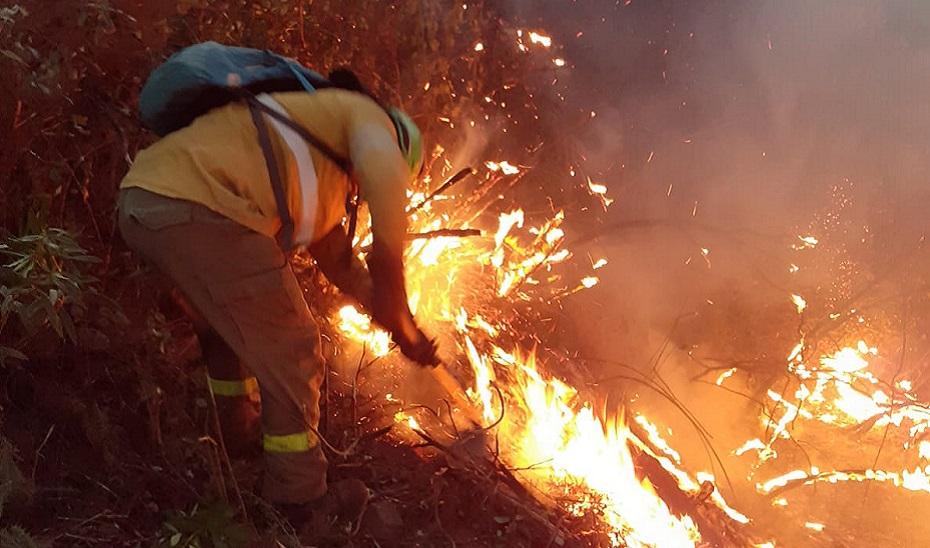 Bendodo anuncia una modificación de la ley en lo relativo a la categoría profesional de los servicios de extinción y prevención de incendios.