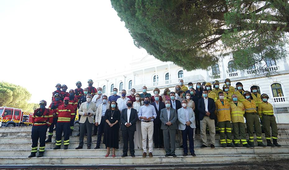 Foto de familia de los participantes en la recepción de los representantes lusos en Doñana.