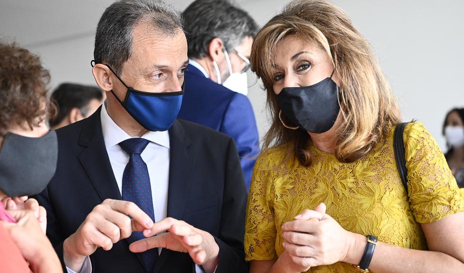 El ministro de Ciencia, Pedro Duque, y la la secretaria general de Universidades, Investigación y Tecnología de la Junta, Rosa Mª Ríos.