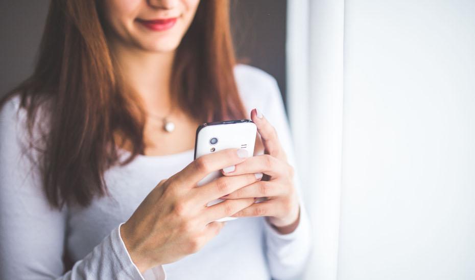 El Servicio de Asistencia Legal Telefónico del IAM duplica el número de llamadas durante el primer semestre del año.