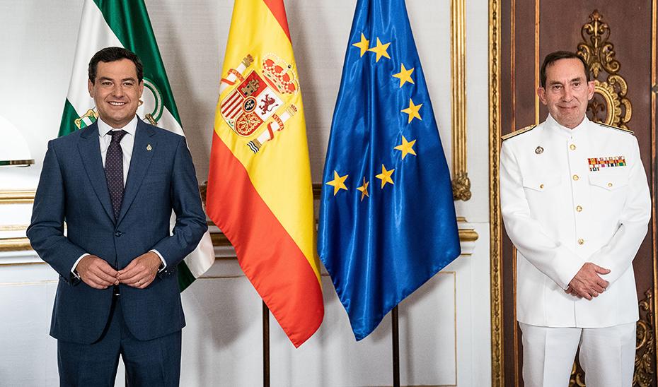 Juanma Moreno junto a Antonio Martorell Lacave, nuevo almirante de la Flota Naval.