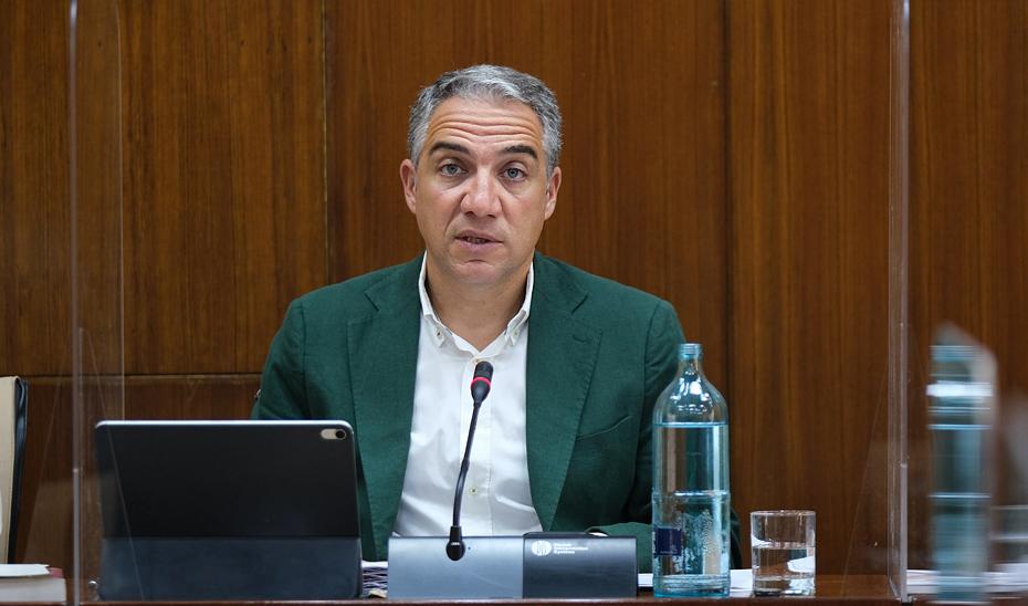 Elías Bendodo, en un momento de su intervención ante la Comisión de la Presidencia, Adminsitración Pública e Interior.