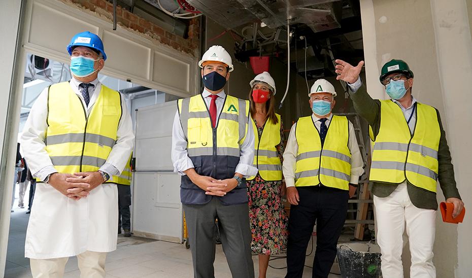 Juanma Moreno visita las obras de ampliación del Hospital de Osuna