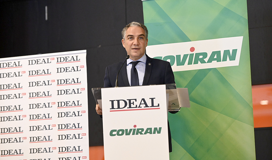 El consejero Elías Bendodo, en un momento de su intervención en el foro del diario Ideal de Granada.