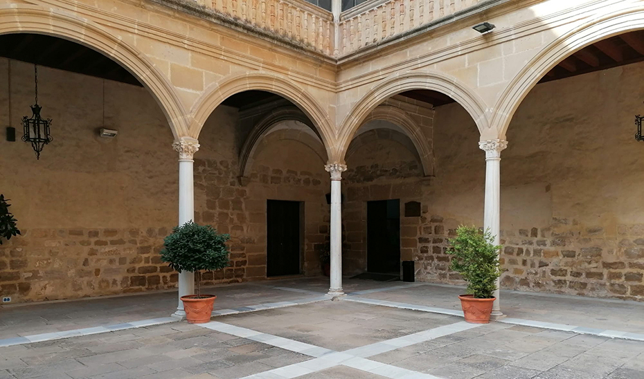 Patio del antiguo Hospital de Santiago de Úbeda.