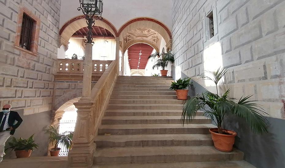 Escalera del Hospital de Santiago de Úbeda, actual Palacio de Exposiciones y Congresos de la ciudad.