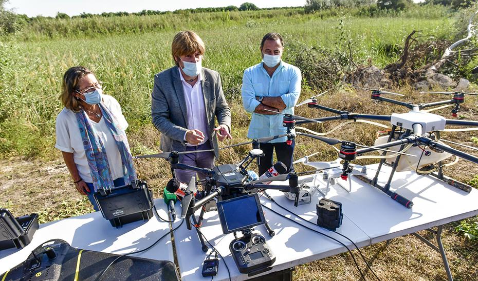 La Junta supervisa la fumigación con drones contra el mosquito transmisor de la fiebre del Nilo