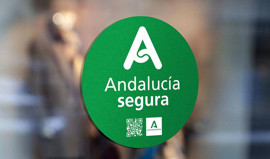 El distintivo \u0027Andalucía-Segura\u0027 en un establecimiento hotelero.