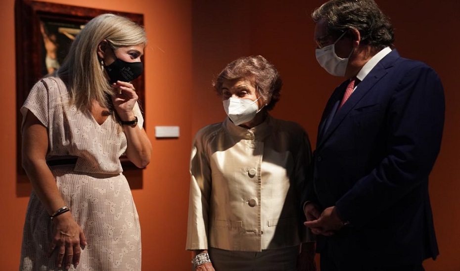 La consejera de Cultura, Patricia del Pozo, junto a Carmen Laffón y al presidente de la Fundación Cajasol, Antonio Pulido.