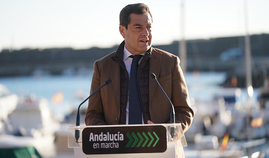 Intervención del presidente de la Junta de Andalucía, Juanma Moreno, en el Puerto de Conil