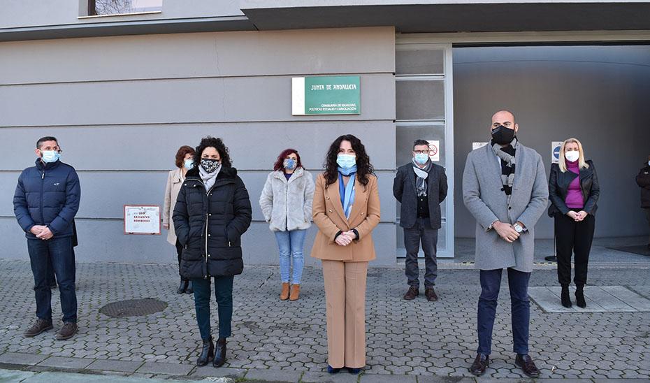 Minuto de silencia en repulsa por el acto de violencia machista en Cártama.