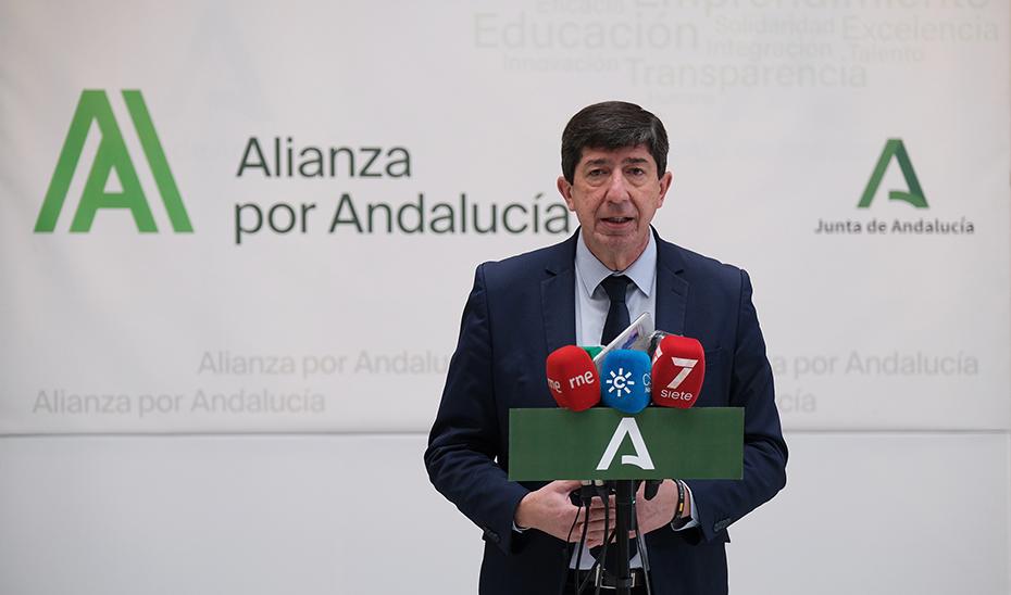 Juan Marín preside la Mesa del Turismo