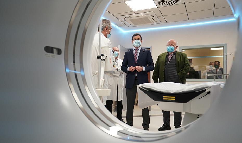 Moreno inaugura en Sevilla el CARE de los Alcores, un centro vanguardista con tecnología de última generación
