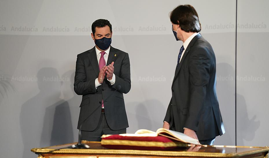 Moreno felicita al nuevo rector de la UPR tras asumir el cargo en San Telmo.