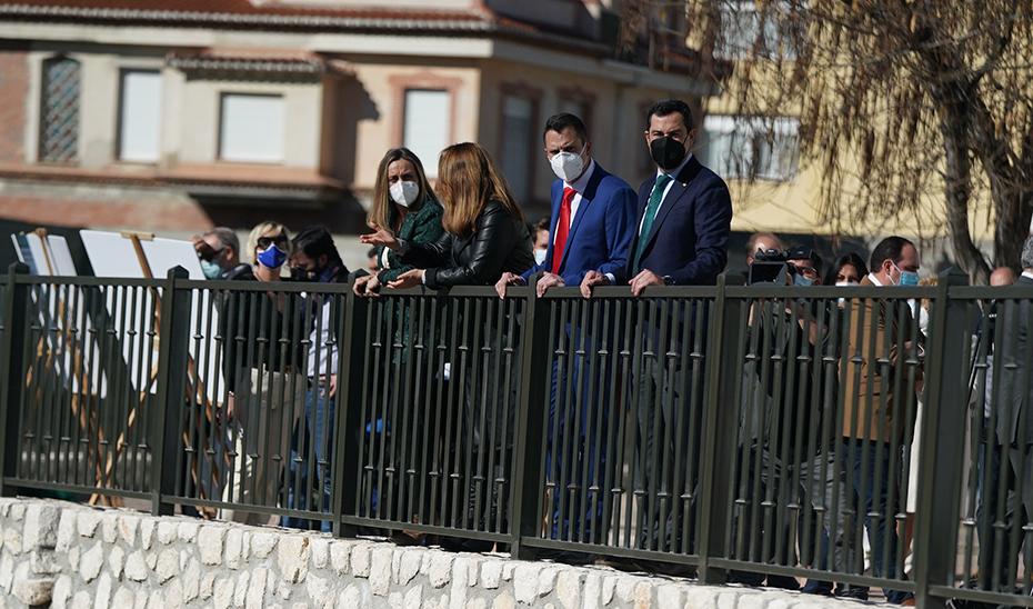 Intervención de Juanma Moreno durante su visita a las obras que se realizan en Padul