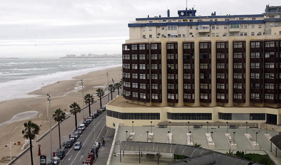 La antigua Residencia de Tiempo Libre de Cádiz, que se convertirá en un hotel del Grupo Q Hotels.