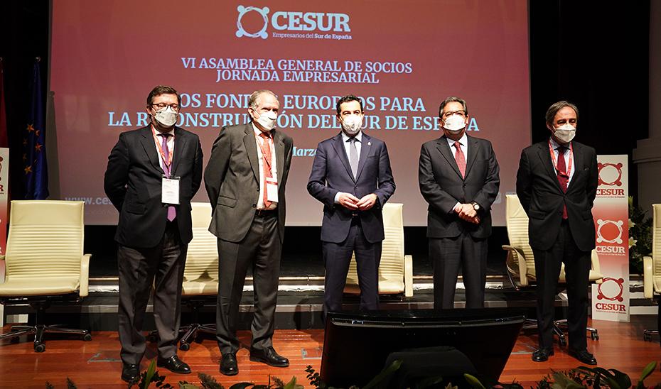 Juanma Moreno, junto con el resto de personalidades, presidió en Sevilla los encuentros de Cesur.
