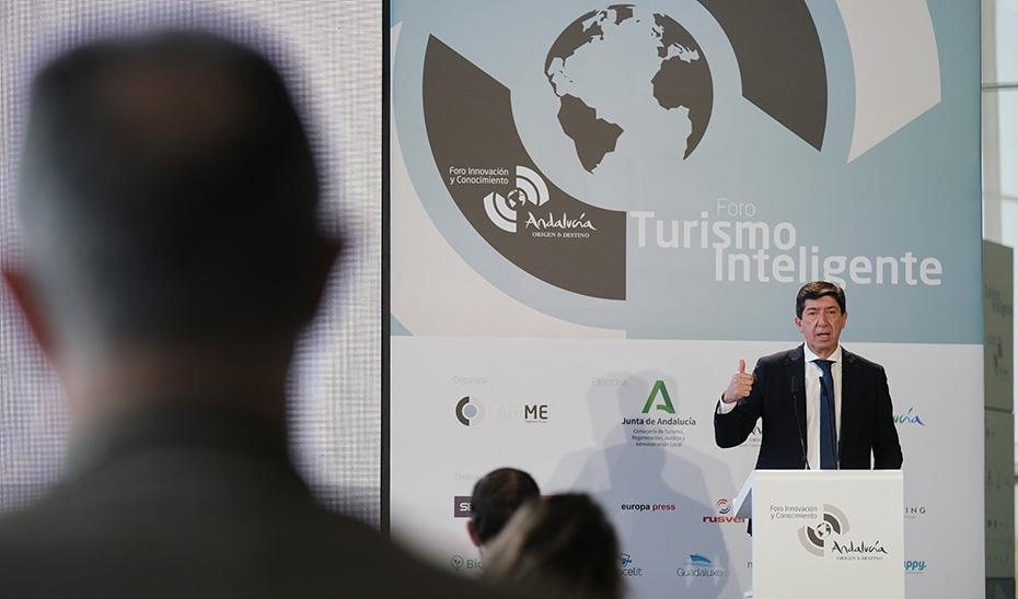 El vicepresidente y consejero de Turismo, Juan Marín, durante su intervención en el Foro.