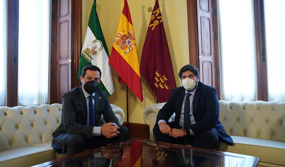 Los presidentes de Andalucía, Juanma Moreno, y Murica, Fernando López Miras, reunidos en Almería.