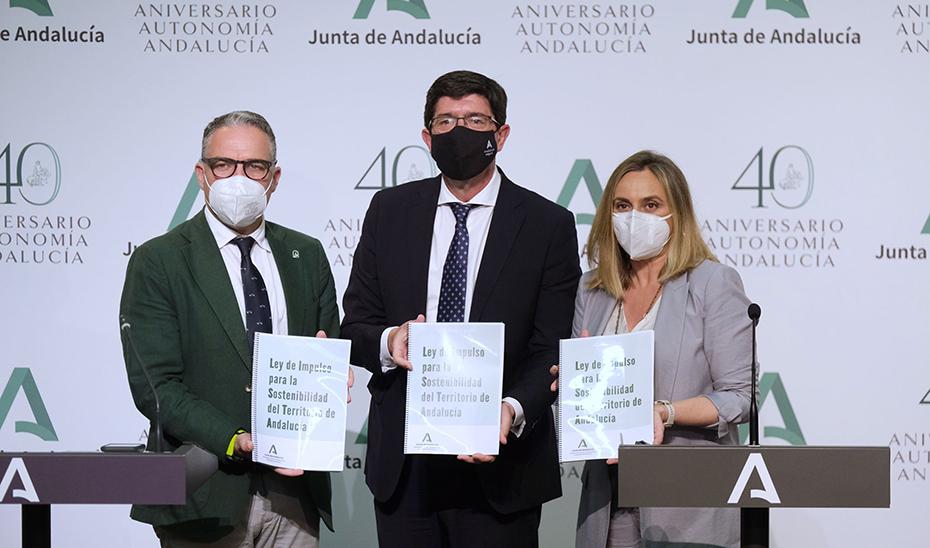 Comparecencia de Juan Marín, Elías Bendodo y Marifrán Carazo tras el Consejo de Gobierno (vídeo íntegro)