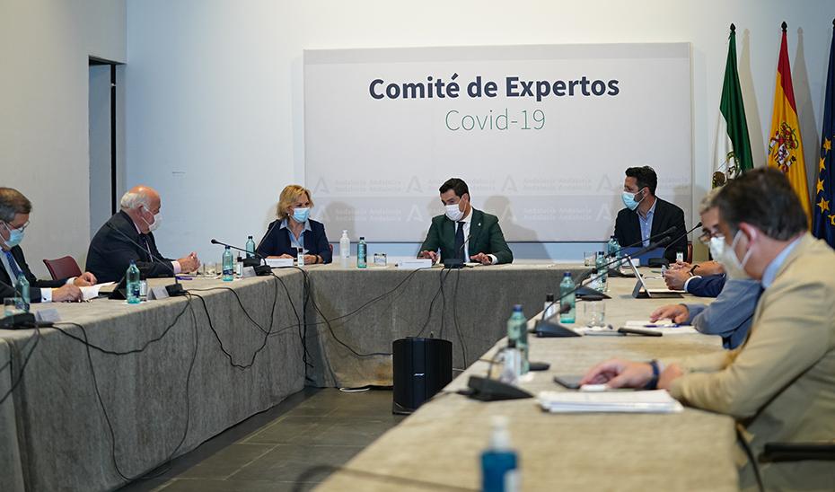 Juanma Moreno presidió la reunión del Comité de expertos en el Palacio de San Telmo.