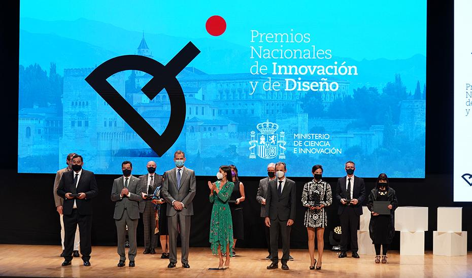 Juanma Moreno acompaño a los Reyes en el acto de entrega de los Premios Nacionales de Diseño.