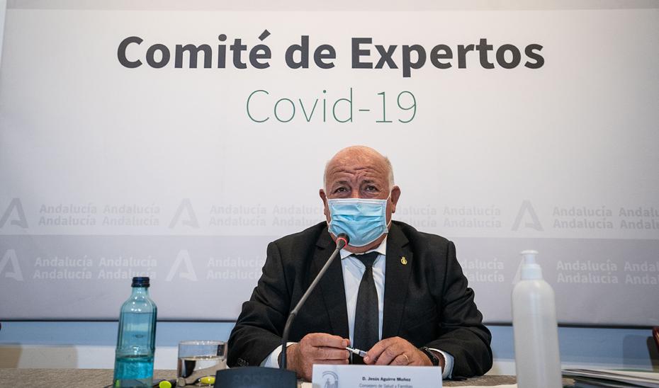 El consejero de Salud y Familias, Jesús Aguirre, presidió la reunión del Comité Regional de Alto Impacto en Salud Pública para analizar la evolución del Covid-19 en Andalucía.