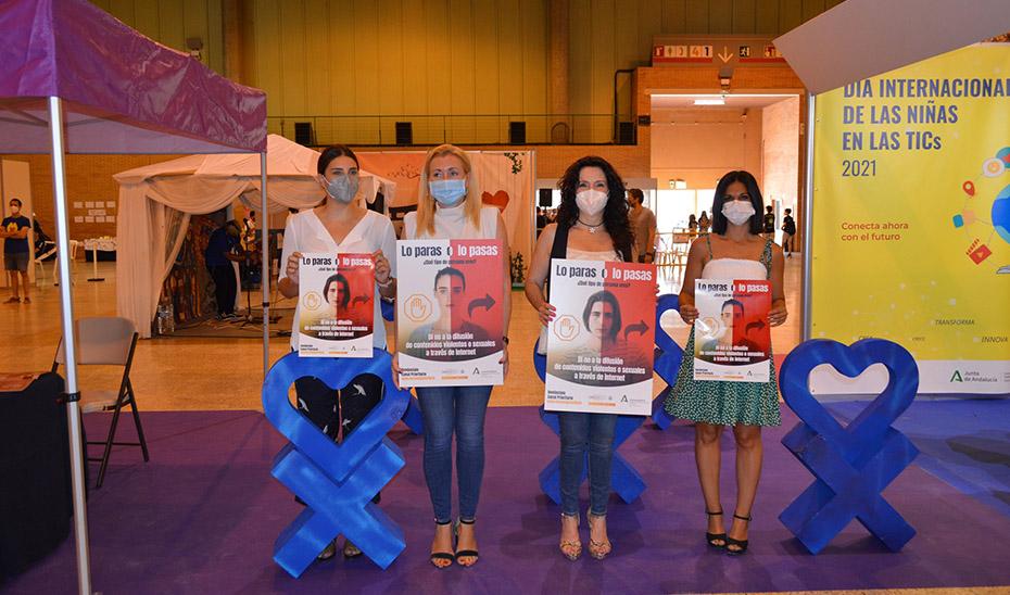 La consejera de Igualdad, Rocío Ruiz, este sábado en el Mangafest presentando la campaña \u0027Lo paras o lo pasas\u0027 contra el ciberacoso.