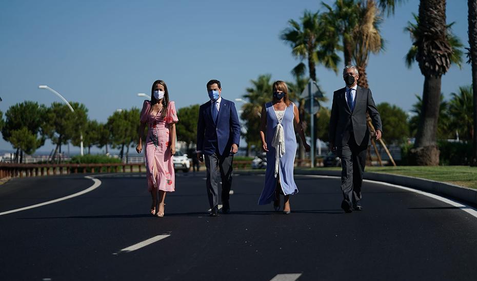 Moreno inaugura la avenida Francisco Montenegro del Puerto de Huelva tras su remodelación