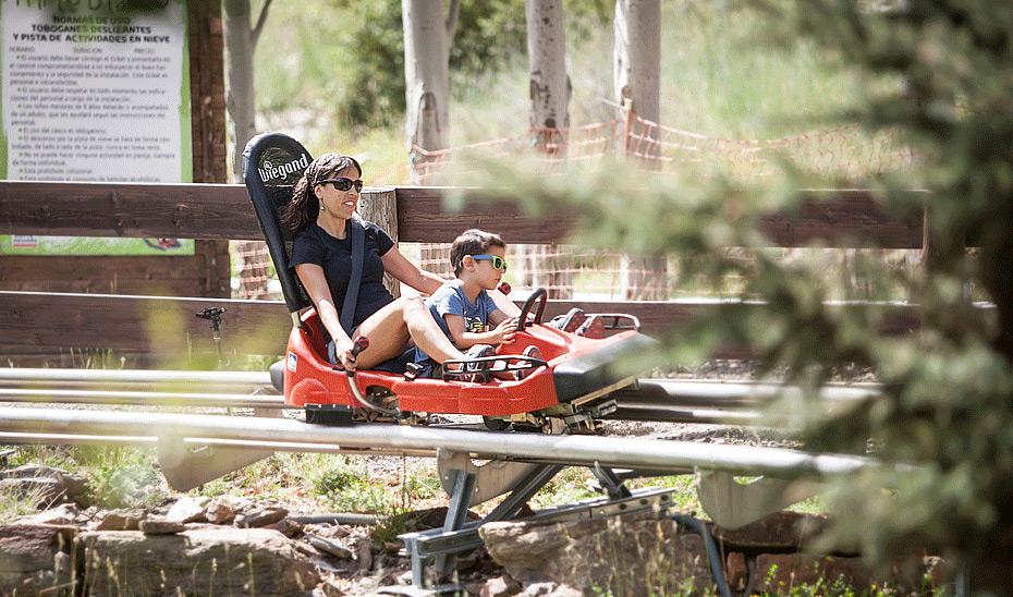 El parque de actividades Mirlo Blanco es uno de los atractivos de la oferta veraniega de Sierra Nevada.