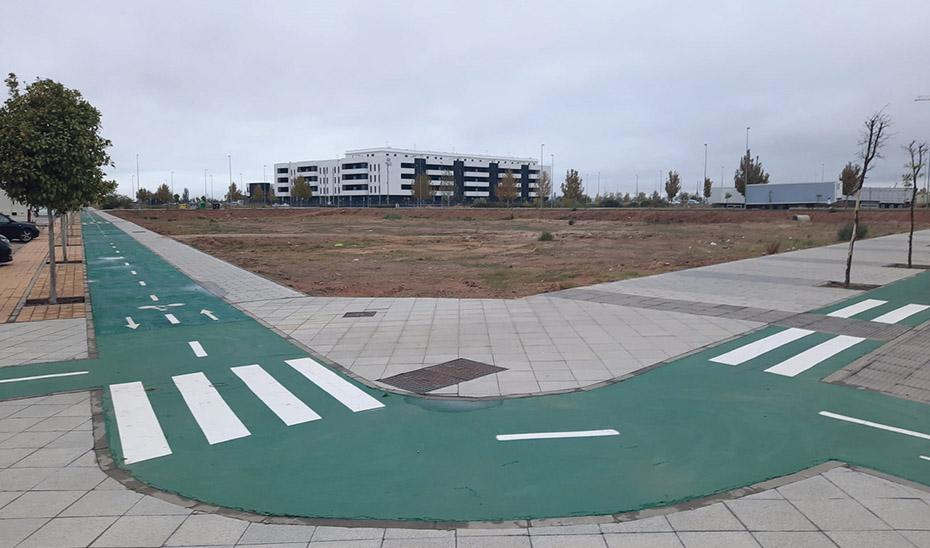 La parcela en la que se levantará el nuevo centro, en la confluencia de las avenidas La Unión y Guernika.