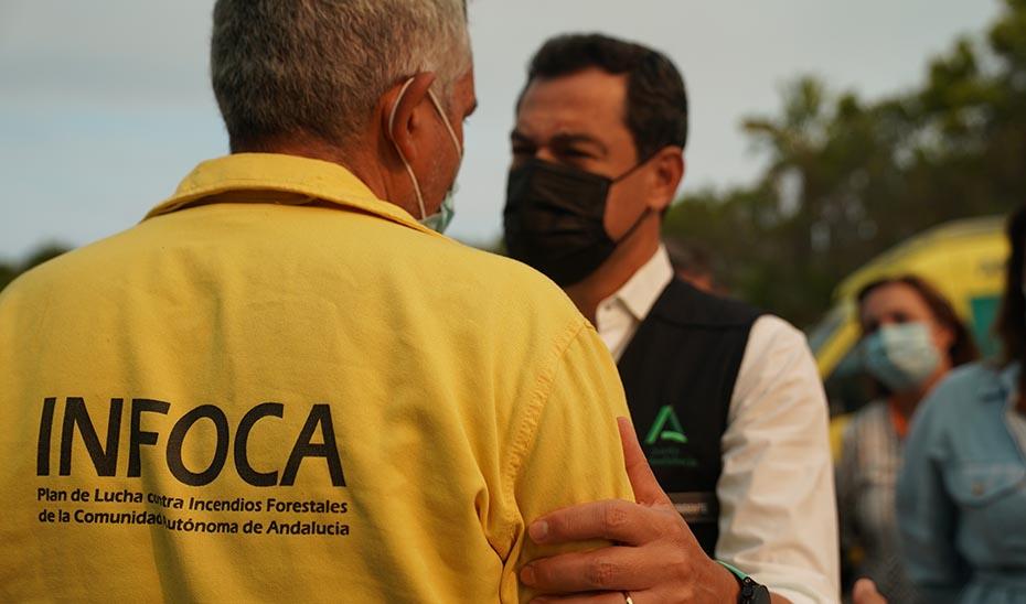 Moreno confía en que las condiciones meteorológicas den una tregua para controlar el incendio de Sierra Bermeja