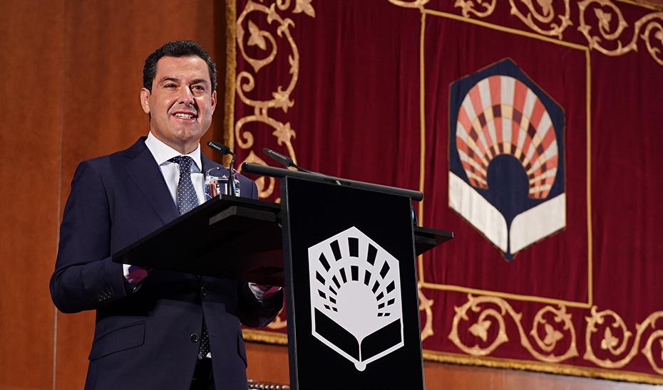 El presidente de la Junta interviene en el acto de inauguración del curso universitario.