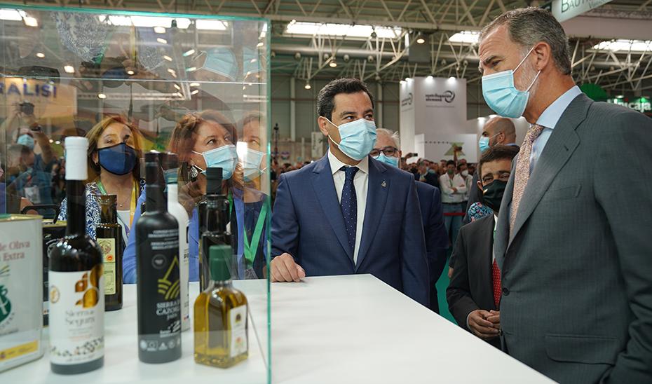 Moreno traslada en Expoliva su apuesta por consolidar el aceite de oliva andaluz en los mercados internacionales