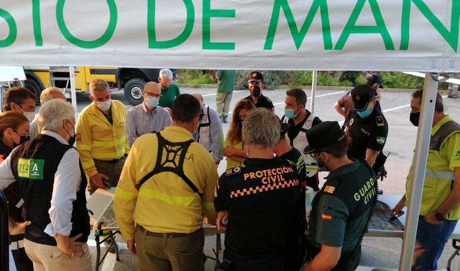 Reunión de coordinación en el PMA del GREA entre los operativos que intervienen en la emergencia.