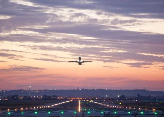 Fernández valora la apuesta de easyJet por Andalucía con la apertura de nuevas rutas aéreas desde Granada y Sevilla