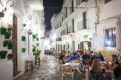 Fernández valora el aumento del volumen de empleados y de los contratos fijos en el turismo, por encima de la media
