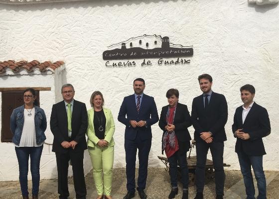 La Junta y la Asociación de Cuevas Turísticas desarrollarán un plan especial de promoción para este tipo de alojamientos