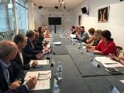Fernández defiende una política turística consensuada en Andalucía que beneficie a los trabajadores y refuerce el sector